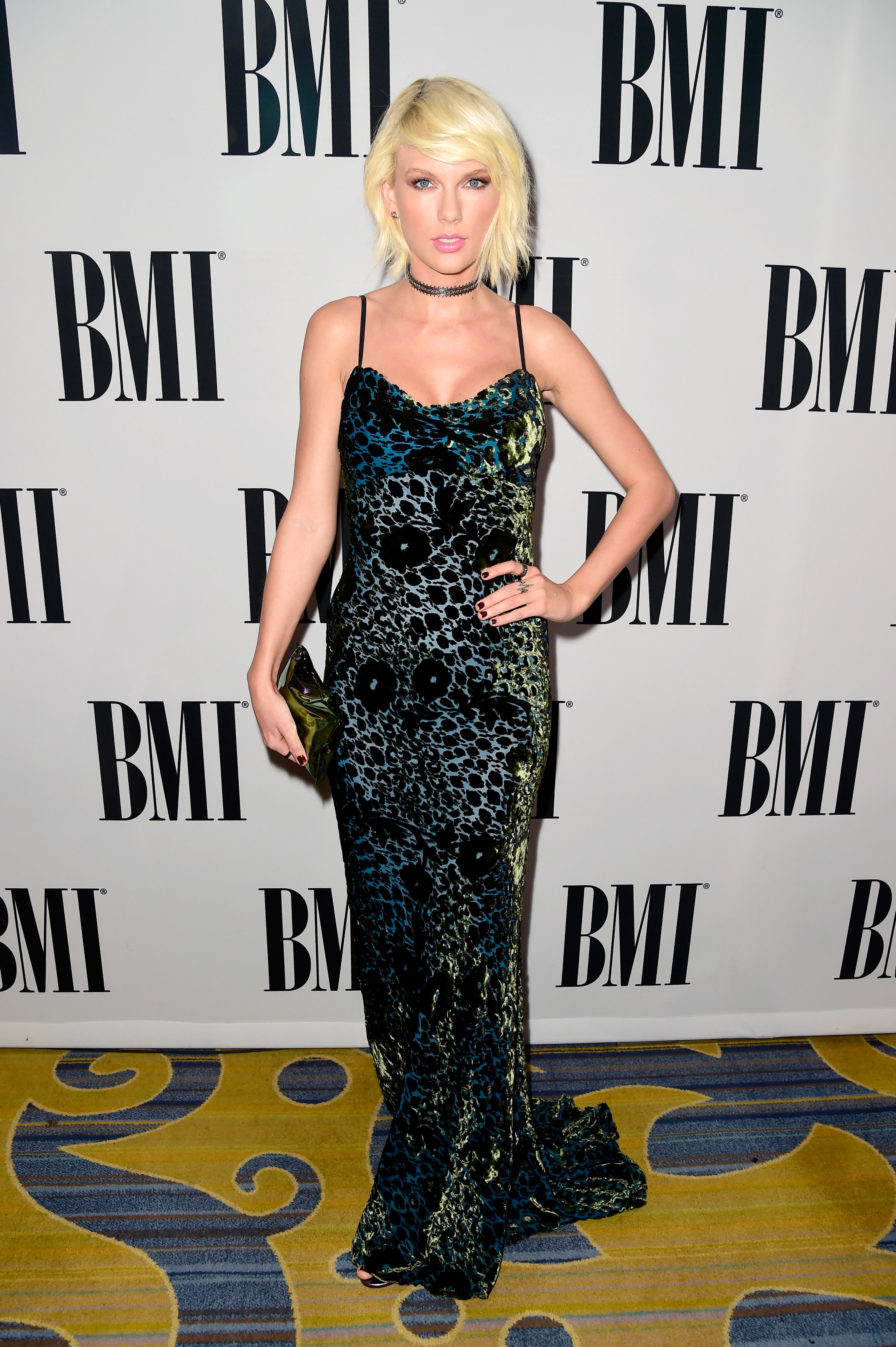 Taylor Swift Looked Very Sexy At The 2016 Bmi Awards