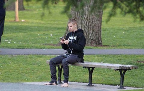 Justin Bieber no shoes
