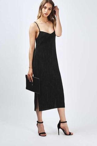 12 Black Dresses You CAN Wear To A Wedding