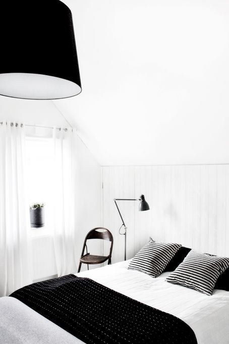 Room, Interior design, Bed, Textile, Lamp, Wall, Linens, Bedroom, Bedding, Bed sheet,