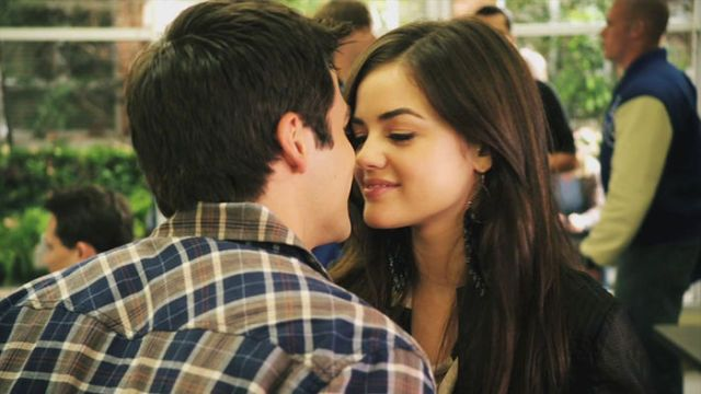 Did aria and ezra hookup in real life