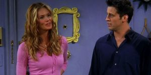 Elle Macpherson says she regrets guest-starring in Friends