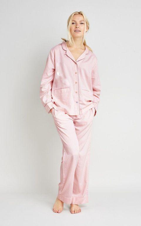 Sleeve, Collar, Shoulder, Standing, Joint, Pink, Fashion, Neck, Blazer, Knee,