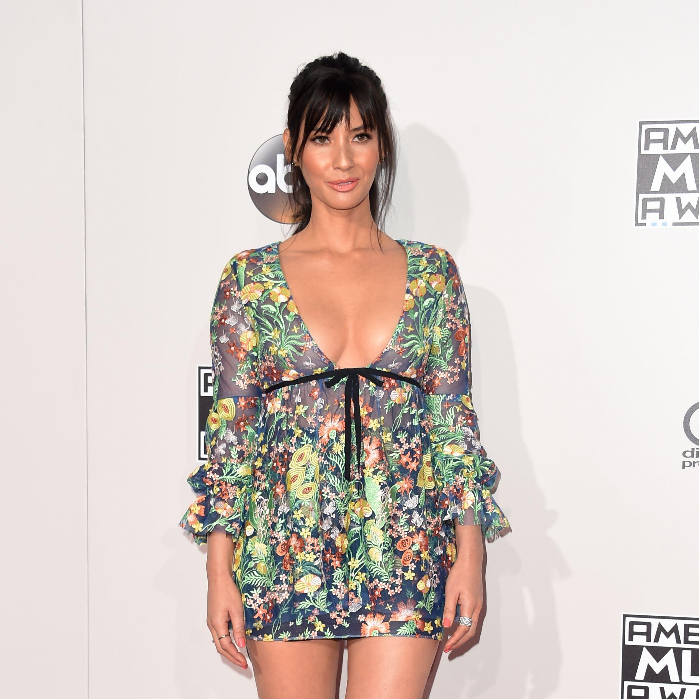 celeb fashion at the 2016 AMAs red carpet