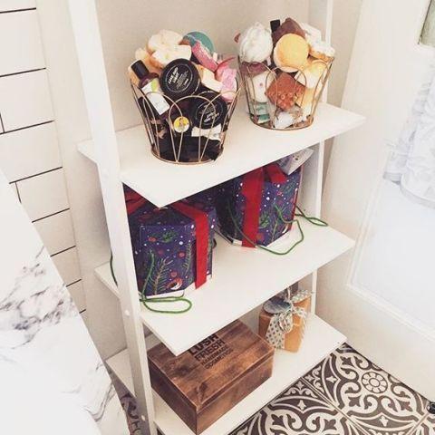 11 of the best bathroom beauty storage ideas on pinterest - Bombe bagno lush ...