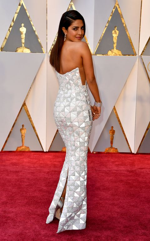 Shoulder, Flooring, Floor, Style, Carpet, Waist, Fashion, Neck, Triangle, Fashion model,