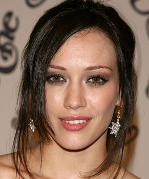 <p>Hilary Duff's super dark tones are a striking contrast against her skin.<br /></p><ul><li>Before making any changes, be sure your hair is in tip-top condition or it will look dry and patchy. Once it's been coloured, a weekly hair mask will prevent fading and keep it looking fresh.<br /></li></ul><br />Photograph: Getty Images<br /><p> </p>