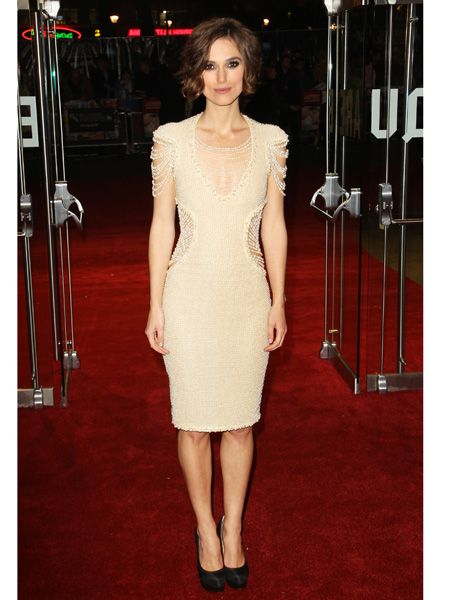 She's the perfect English lady and she sure does look it in this gorgeous nude coloured frock, <em>tres chic</em><br />