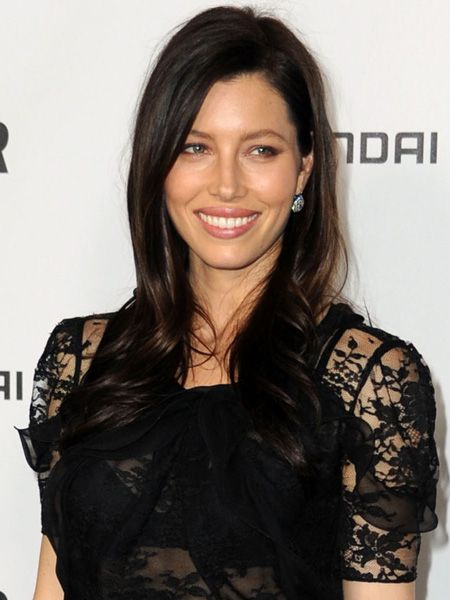 <p>There's no easier way to give your look an update than with a fresh new hairstyle and, as these celebs show, the new season is the perfect time to do it...</p>    <p>Left: <strong>Jessica Biel</strong> has gone to the dark side! Just in time for Halloween the star's channelling the vampy beauty trend with almost carbon black locks and mocha eye makeup </p>