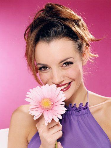 Hairstyle, Petal, Eyebrow, Pink, Flower, Eyelash, Purple, Beauty, Cut flowers, Flowering plant,