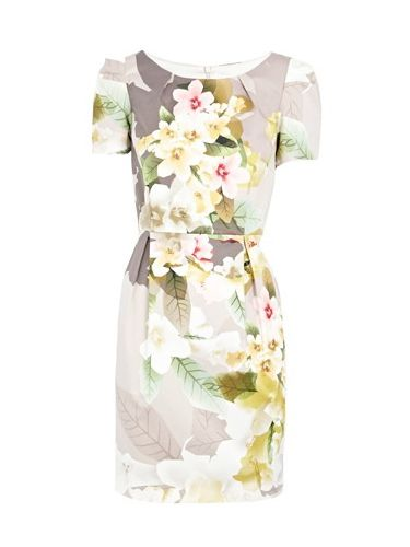 """<p> Elegant, charming, and sure to get some attention. This floral printed fancy will be a winner at the wedding party</p><p>£65, <a href=""""http://www.oasis-stores.com///fcp-product/5550029300""""target=""""_blank""""> oasis.com </a></p>"""