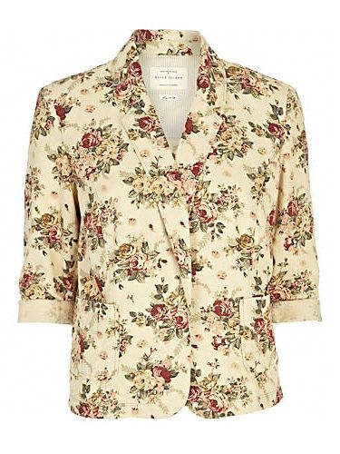 <p>This floral print blazer will have you feeling like its summer in no time. We love the all-over floral print and ¾ length sleeves. It's transitional weather wearing at its best. Blooming love it!</p>