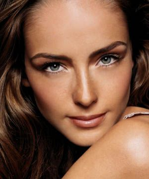Make sure the undertones of your foundation (yellow, pink or red) match those of your skin.<br />