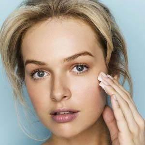 Glycolic acid is a sugar cane derivative, shown to be highly effective at resurfacing and renewing the skin by chemically dissolving dead cells and lifting them off the skin's surface.
