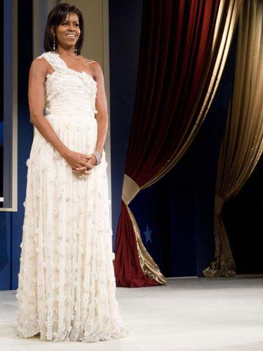 Shoulder, Dress, Textile, Formal wear, Gown, Fashion, Beauty, One-piece garment, Fashion model, Haute couture,
