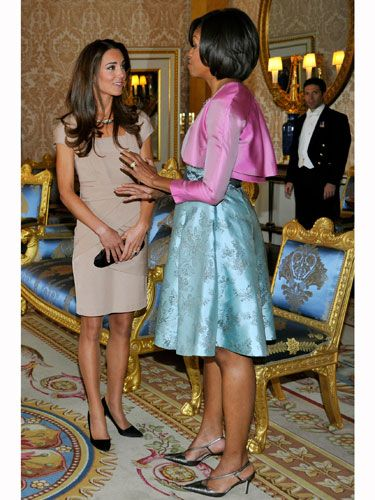 Leg, Interaction, Dress, Fashion, One-piece garment, Foot, Interior design, Sandal, Conversation, Waist,