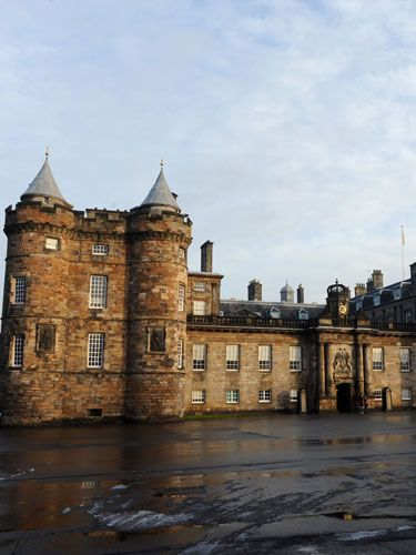 <p>Zara: Edinburgh, Scotland</p> <p>Zara and Mike Tindall will tie the knot at Canongate Kirk which is the church the Queen visits when she is staying at her Scotland home - the Palace of Holyroodhouse. The Queen also offered her residence for her eldest granddaughter's reception</p>   <p>Kate: London, England</p> <p>William and Kate exchanged vows at Westminster Abbey before heading to Buckingham Palace for not one, but two receptions</p>