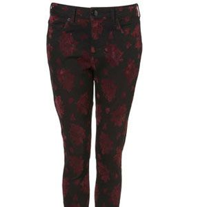 """<p>Flock with the rest of the fashion crowd towards these fabulous flock printed skinnies from Topshop. Pair with a cute contrast print vest and layer on some chunky Fair Isle knits for a look that oozes casual style</p><p>£50,<a href="""" http://www.topshop.com/webapp/wcs/stores/servlet/ProductDisplay?beginIndex=0&viewAllFlag=&catalogId=33057&storeId=12556&productId=2635923&langId=-1&sort_field=Relevance&categoryId=277012&parent_categoryId=208491&pageSize=20"""" target=""""_blank""""> topshop.com </a></p>"""