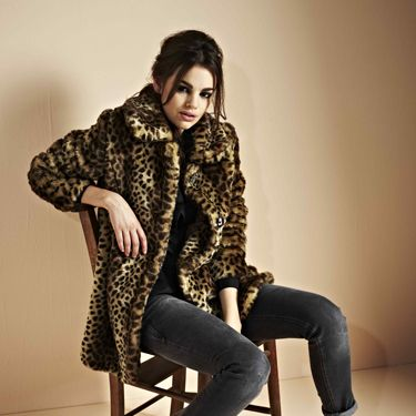 """<p>Keep jeans glamorous by pairing them with a leopard print fur jacket and hot heels</p><p>Sonia jeans £20, Lauren leopard print coat £70, Beau heels £30</p><p><a href="""" http://www.boohoo.com/all-coats/lauren-leopard-print-faux-fur-coat/invt/azz74303"""">boohoo.com</a></p>"""