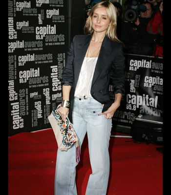 Whilst many celebs are still stuck in their skinnies, wide legged trousers have been popping up everywhere. Comfortably stylish they look effortlessly sexy worn with chunky open toe platforms or flats.