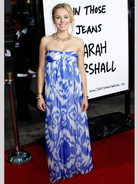 The 'Forgetting Sarah Marshall' star stunned at the film's premier in this silky strapless Jenni Kaye maxi<br />