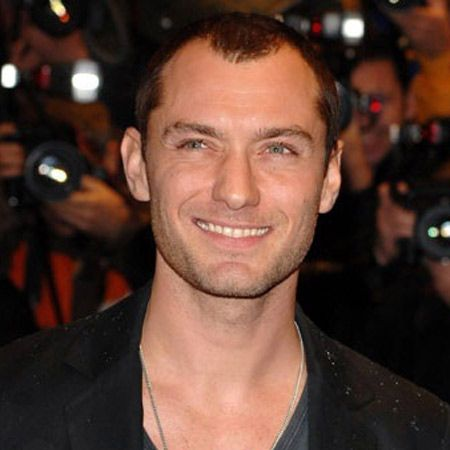Jude Law and Kimberly Stewart are caught snogging in an Essex nightclub and then take their drunken fumblings to someone's garden. But as it's reported that Jude has been introduced to Kimberly's famous dad, Rod, is it more than just a fling?  <br />