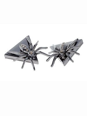 "Spiders and Halloween go together like a witch and a broomstick, so why not add these bad boys to the collar of your crisp white shirt. Just wear with a long pleated skirt and a faux fur coat. Cosmo reckons if you're going to vamp it up, do it in style   <p>£10, <a href=""http://www.asos.com"">ASOS</a></p>"