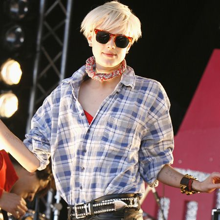 <p>The supermodel showed she's not just a pretty face performing with her band the Five O'Clock Heroes at T4's Party on the Beach in skinny leather pants and a print-of-the-moment check shirt</p>