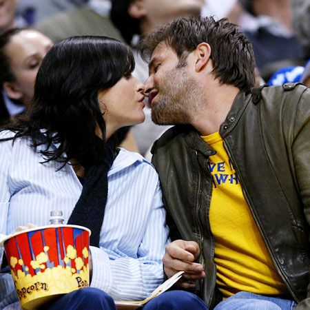 They've just celebrated their nine year wedding anniversary, a practically unheard of span in Tinseltown. Think their secret's in the smooching?<br />