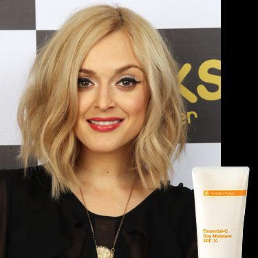 """<p>Cosmo pinned down Fearne's makeup artist, Justine Jenkins, straight after the Cosmo Ultimate Women Awards and discovered exactly how she keeps her skin so glowy.</p><p>Justine said """"I started by giving her skin a mini facial using Murad products to freshen and hydrate the complexion. It was important her skin had a radiant glow."""" Her fav products? Murad Essential-C Day Moisture SPF30 and Murad Pomegranate Lip Therapy SPF15</p><p><a href=""""http://www.murad.co.uk/"""" target=""""_blank"""">Murad.co.uk</a></p><p> </p>"""