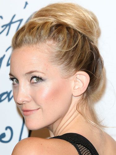<p>Up, up and away! Kate Hudson rocked the high bun in a fabulously wrapped style and teamed it with striking eyes with a dash of navy blue and nude lips - gorgeous!</p>
