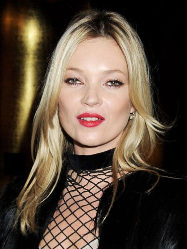 <p>The queen bee of fashion Kate Moss reminded us all how to <em>really</em> do glamorous evening makeup – with sexy feline eyes and crimson kiss-me lips, she looked utterly gorgeous!</p>