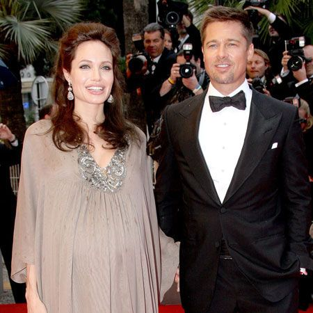 <p>Brangelina finally give birth to twins, Knox Leon and Vivienne Marcheline. And it was Brad who was an emotional wreck during the birth and Angelina who remained calm </p>