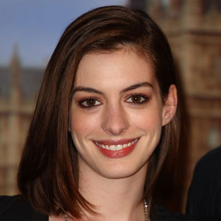 <p>Anne came out of her break-up with her long term boyfriend sporting a sexy sleek 'in between' length chop. Does it prove break-ups can make or break your look?</p>