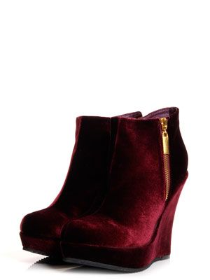 <p>These all-season shoe boots go with EVERYTHING. From skinny jeans with a smart blazer to dresses with tights, shoe boots are so versatile they are sure to look great no matter what you wear.</p>