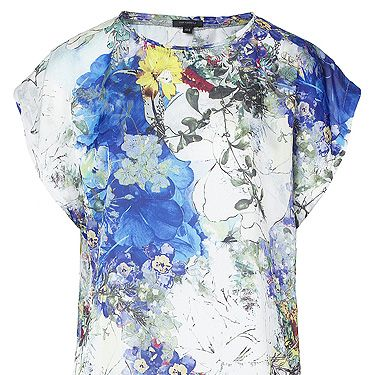 <p>This boxy T-shirt is a dream – and we're all over the colour-popping aquatic print. We see this working with skinny white jeans and heels for a fashion forward look.</p>