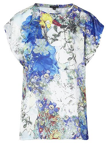 "<p>This boxy T-shirt is a dream – and we're all over the colour-popping aquatic print. We see this working with skinny white jeans and heels for a fashion forward look.</p> <p>Maple floral T-shirt, £50, <a title=""Full Circle"" href=""http://www.fullcircleuk.com/Maple-floral-WOVEN-FABRIC-BLOCKED-TEE-PRODPHDY07F/%20%20"" target=""_blank"">Full Circle </a></p>"