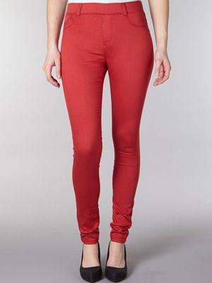 "<p>Red jeggings, £23, <a title=""Dorothy Perkins"" href=""http://www.dorothyperkins.com/webapp/wcs/stores/servlet/ProductDisplay?beginIndex=0&viewAllFlag=&catalogId=33053&storeId=12552&productId=4896424&langId=-1&sort_field=Relevance&categoryId=208655&parent_categoryId=208600&pageSize=20&refinements=category~[306500