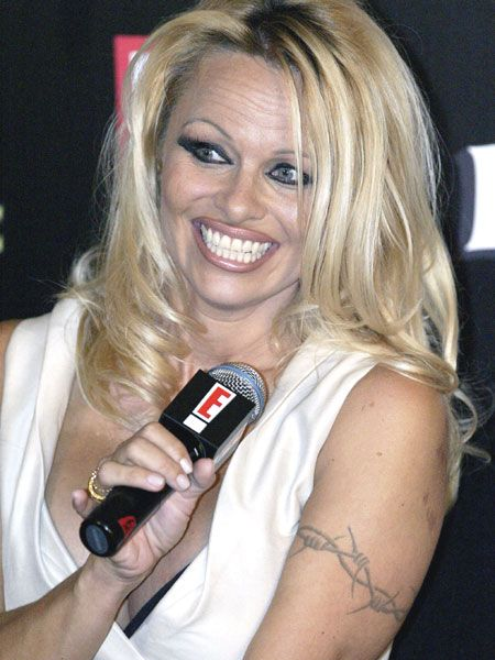 <p>Pamela Anderson is rumoured to be dating Michael Jackson! But it turns out they were discussing work projects (boo). Although she is starting to look like him...</p>