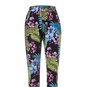 """<p>Want to dip your toe (or leg) into the print trend this spring but without spending a small fortune? Primark have come up trumps with this pair of bloomin' lovely peg legs.<br /><br />Printed trousers, £10, <a title=""""Primark"""" href=""""http://www.primark.co.uk/%20"""" target=""""_blank"""">Primark</a></p>"""