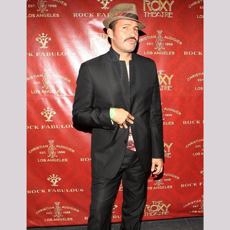 Is recently single Billy showing Kelly Brook what she's missing with that 'tache or has his style gone awol since the split?  <br />