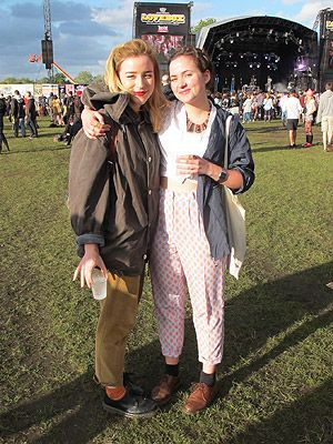 Double trouble and twice as nice! these festival friends complemented each other nicely, in their cute cropped trousers, colour pop socks and mannish overcoats. Extra fashion points to the polka dot pants which brightened up an overcast sky at Lovebox.