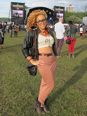 This festival look at Lovebox 2012 is part 80s inspired, part geek chic and a whole lot swit-swoo! proving festival fashion CAN be sexy, we L.O.V.E (see what we did there?) the crop top and retro bomber jacket combo and we're totes jel of those toned abs, girlfriend!