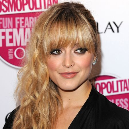 Not content with adding Steve Jones to her list of conquests, Fearne Cotton, adds another accolade to her CV as she makes her stylish way into the chop charts with her beautiful barnet. The small-screen siren takes blonde bombshell to a whole new level.  <br />