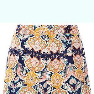 <p>Make like you're living the luxury lifestyle on a Baked Beans budget (literally) with this tres chic pair of printed shorts from Asda. Wear with a Breton stripe tee, huge shades and strappy flats - perfect for cruising in your yacht (or the 149 bus). Ooh la la!</p>