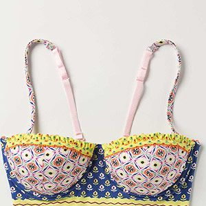 <p>This pretty printed longline bra from Anthropologie is far too pretty to keep under wraps! Wear with high-waisted bottoms and lashings of bright lippy for this season's take on the sex bomb look. L.O.V.E.</p>