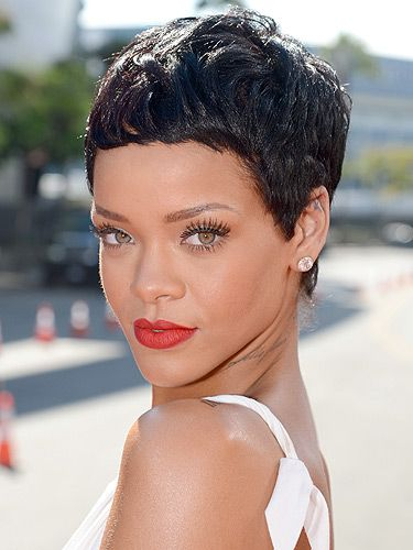 <p>Wowsers, check out Rihanna's cool cropped hair that she showed off the MTV VMAs. We absolutely heart it, when you're as pretty as RiRi, who needs hair, eh?</p>