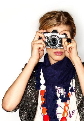 Finger, Product, Photographer, Lens, Hand, Digital camera, Cameras & optics, Elbow, Camera lens, Point-and-shoot camera,