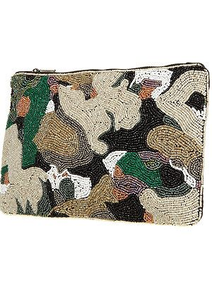 <p>Even though this is a camouflage clutch bag, the shimmering sequins mean you'll be able to find it with ease.</p>