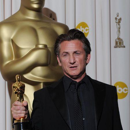 <h4>Winner: Sean Penn - Milk </h4>    <h4> </h4>    <h4>Nominees:</h4> <ul><li>Richard Jenkins - The Visitor<br /></li><li>Frank Langella - Frost/Nixon<br /></li><li>Sean Penn - Milk<br /></li><li>Brad Pitt - The Curious Case of Benjamin Button<br /></li><li>Mickey Rourke - The Wrestler<br /></li></ul>